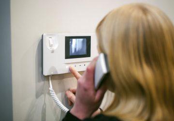 (Italiano) Come installare un videocitofono: suggerimenti e pratici consigli